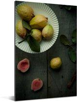 Donkere samenstelling van gele en rode guave op en donkere tafel Aluminium 80x120 cm - Foto print op Aluminium (metaal wanddecoratie)