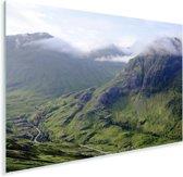 Uitzicht met lichte bewolking vanaf de Schotse bergen in Glen Coe Plexiglas 180x120 cm - Foto print op Glas (Plexiglas wanddecoratie) XXL / Groot formaat!