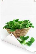 Rieten mandje vol groene veldsla bladeren Tuinposter 80x120 cm - Tuindoek / Buitencanvas / Schilderijen voor buiten (tuin decoratie)