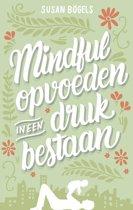 Omslag van 'Mindful opvoeden in een druk bestaan'