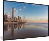 Foto in lijst - De Gold Coast bij zonsopgang met een blauwe hemel in Australië fotolijst zwart 60x40 cm - Poster in lijst (Wanddecoratie woonkamer / slaapkamer)