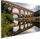 Weerspiegeling in het heldere water van de Pont du Gard in Zuid-Frankrijk Plexiglas 30x20 cm - klein - Foto print op Glas (Plexiglas wanddecoratie)