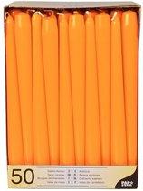 Voordeelverpakking dinerkaarsen/kandelaarkaarsen/Gotische kaarsen oranje 50 stuks 25 cm - Tafel decoratie kaarsen