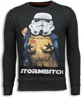 Local Fanatic Stormbitch - Rhinestone Sweater - Antraciet - Maten: XXL