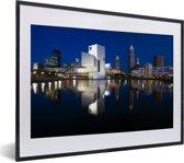 Foto in lijst - Binnenstad van Cleveland in de Verenigde Staten tijdens de nacht fotolijst zwart met witte passe-partout klein 40x30 cm - Poster in lijst (Wanddecoratie woonkamer / slaapkamer)