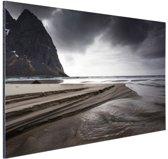 FotoCadeau.nl - Donkere lucht boven strand Aluminium 90x60 cm - Foto print op Aluminium (metaal wanddecoratie)