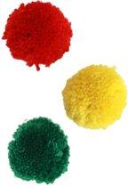 Pom pom 5cm rood/geel/groen 12 stuks